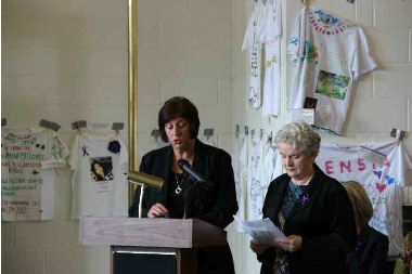 Ramsey County Commissioner Victoria Reinhardt and Saint Paul City Council President Kathy Lantry remember the members of our community murdered as a result of domestic violence in 2012